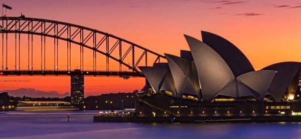 Vue sur l'Opéra House de Sydney au crépuscule
