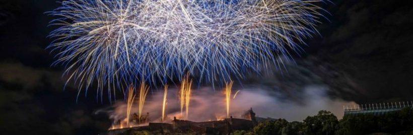 Les feux d'artifice du Fringe Festival (Edimbourg) au-dessus du château