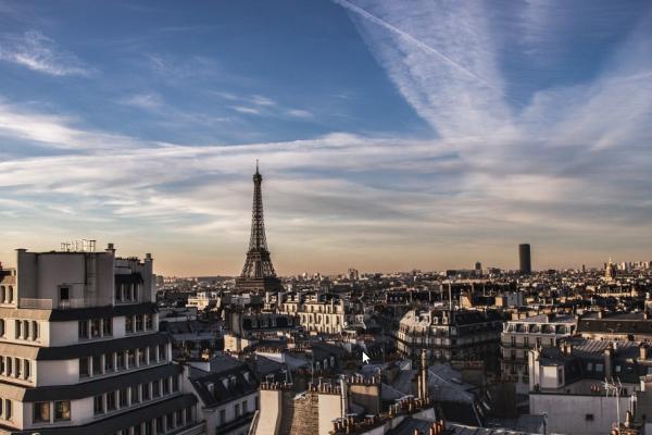Paysage de Paris avec la Tour Eiffel